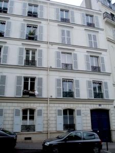 van gogh's apartment, 3rd floor, montmartre